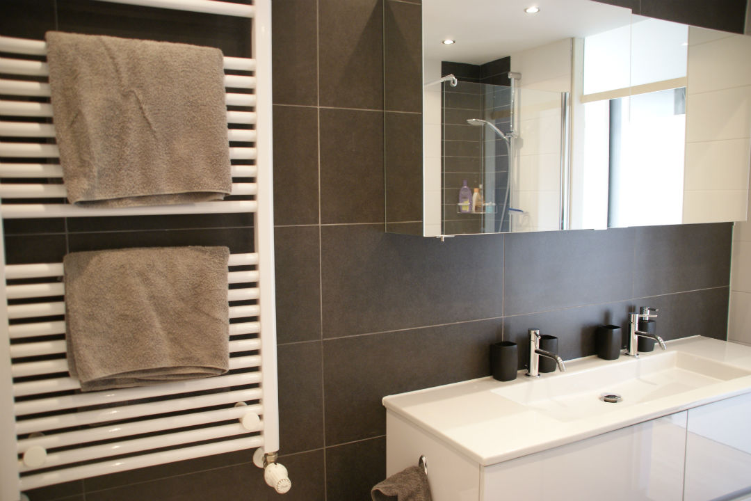 Badkamer-radiator-bovenkast-onderkast